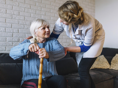 Cuidadores de personas mayores: La solución ideal para el cuidado de tus familiares mSoluciona Gijón en Asturias
